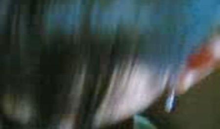 Gabi bokep mom and sun dan memerah seorang pria dalam adegan hardcore seks Bertiga